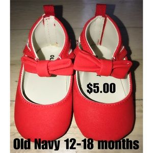 Girls newborn-size 4 shoes